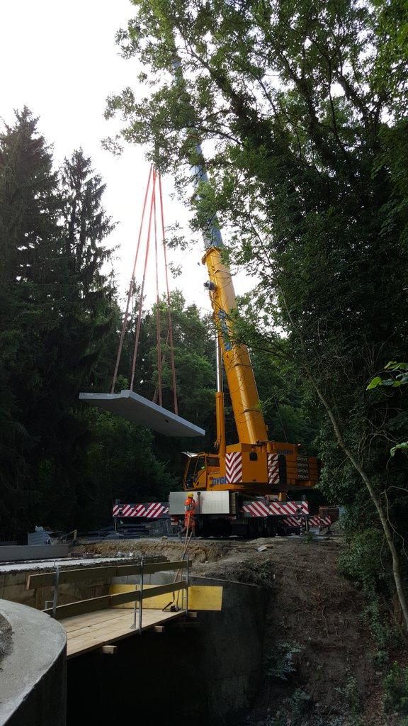 Pont sur le Veyron pose des tabliers préfabriqués