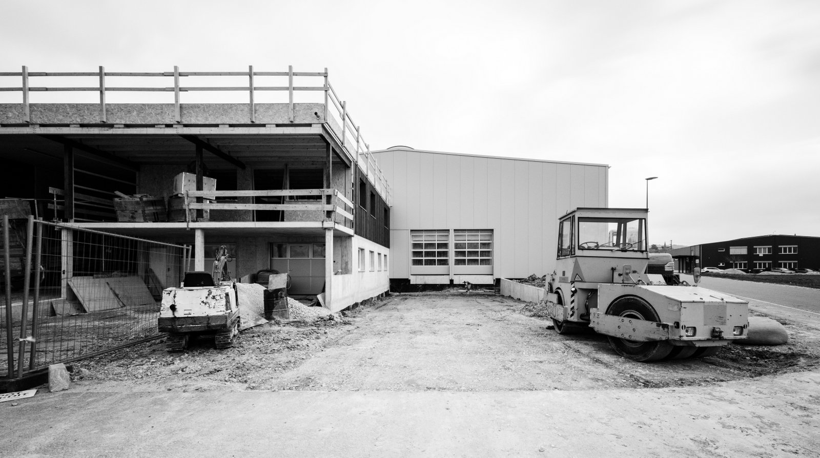 Construction d'une halle métallique avec appartement de gardiennage à Chavornay